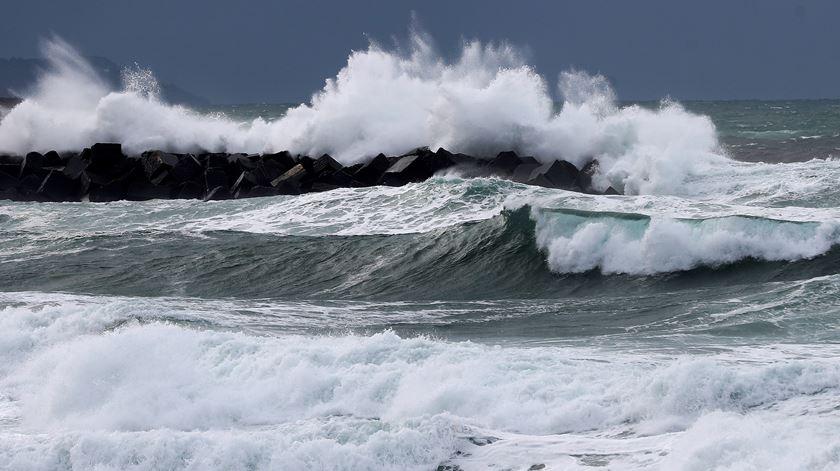 Barco de pesca estava a 22 km ao largo de Peniche. Foto: EPA