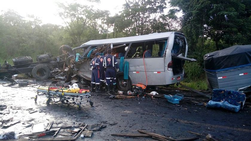 Acidente autocarro Brasil. Foto: SAMU/EPA