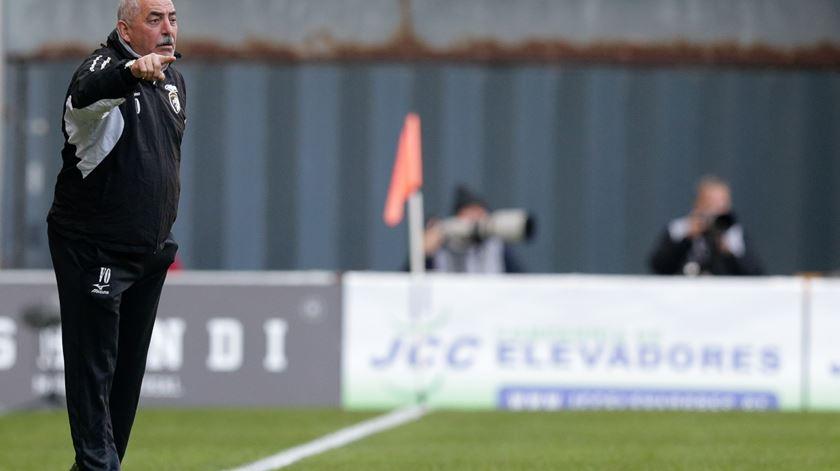 Vítor Oliveira aponta o caminho da vitória contra o Benfica Foto: José Coelho/Lusa