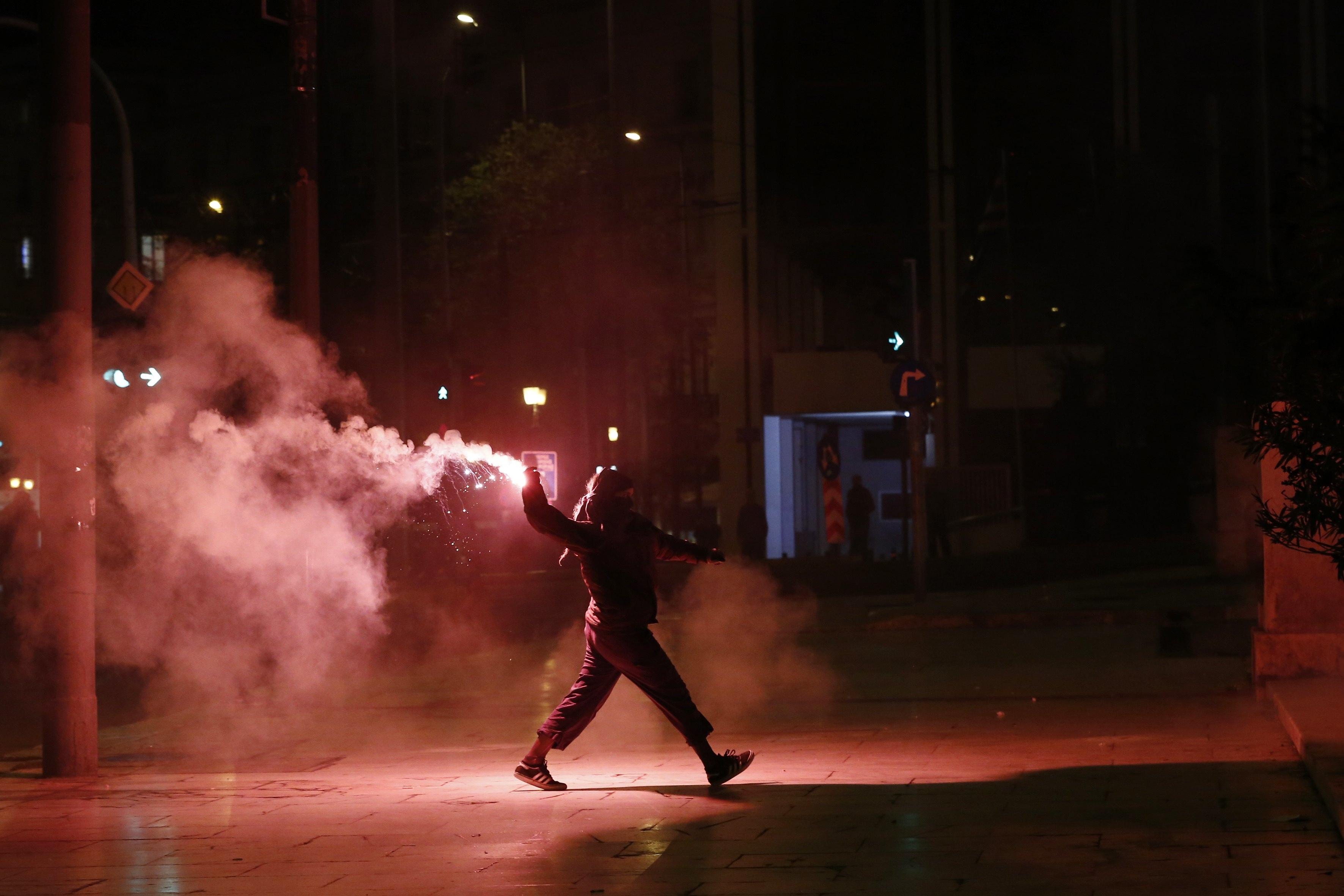 Protestos na Grécia contra os limites do direito à greve