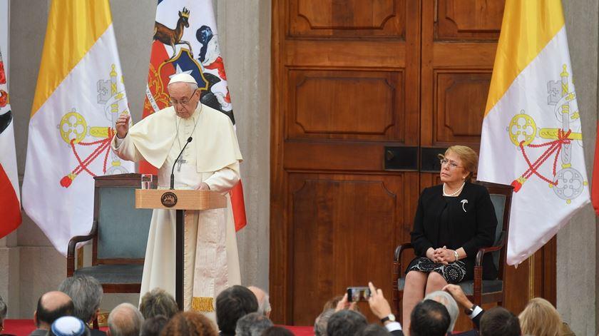 Papa pede perdão por abusos sexuais no Chile