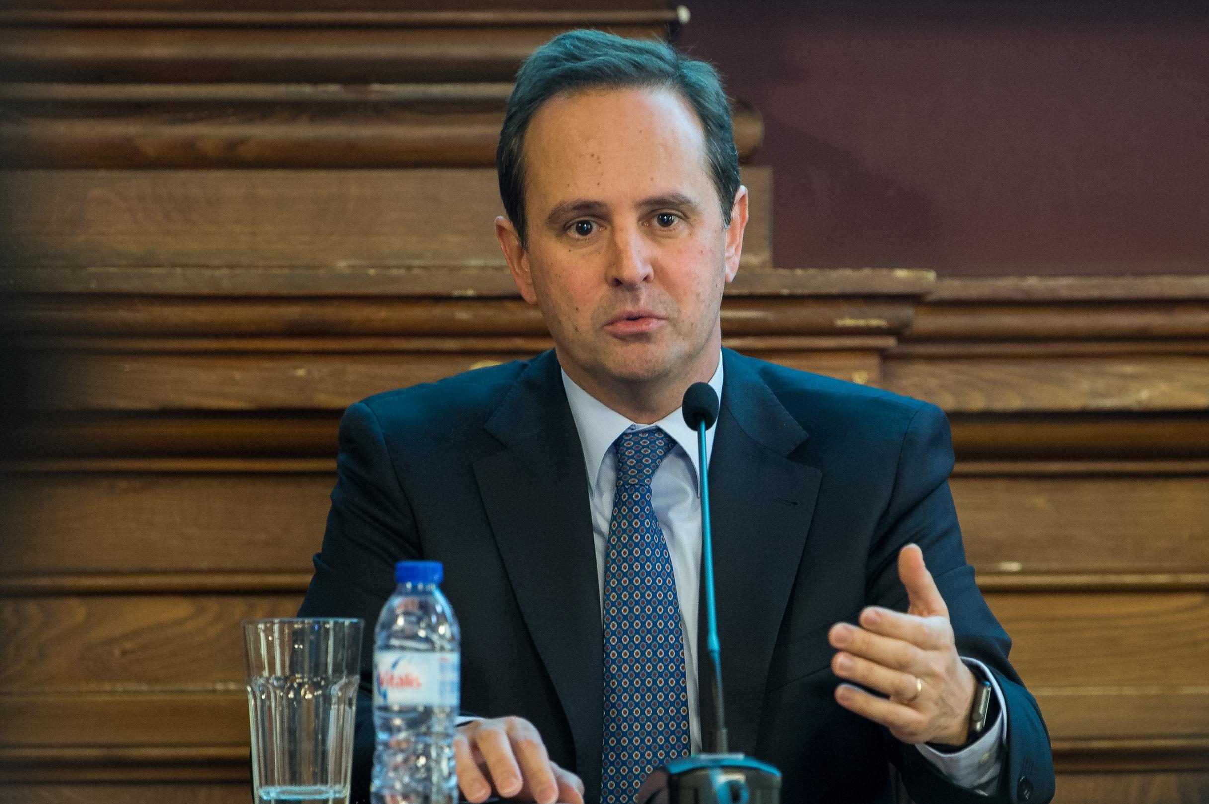 Câmara de Lisboa devolve taxa de proteção civil por vale postal