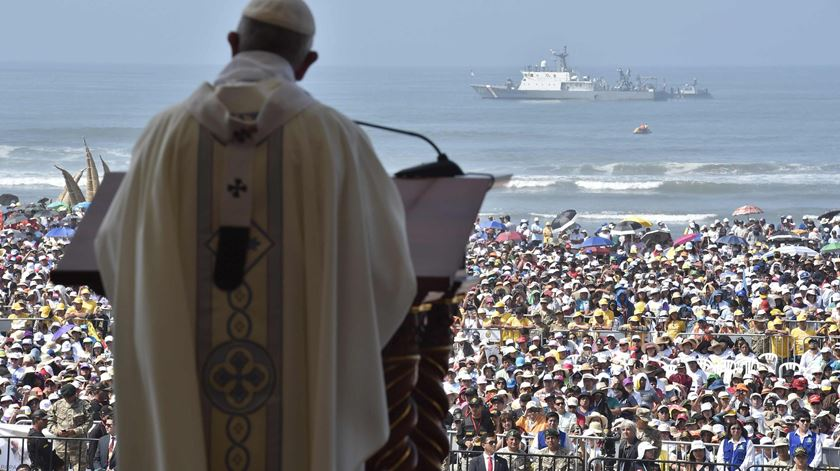 "Papa visita cidade peruana devastada pelo ""El Niño"""