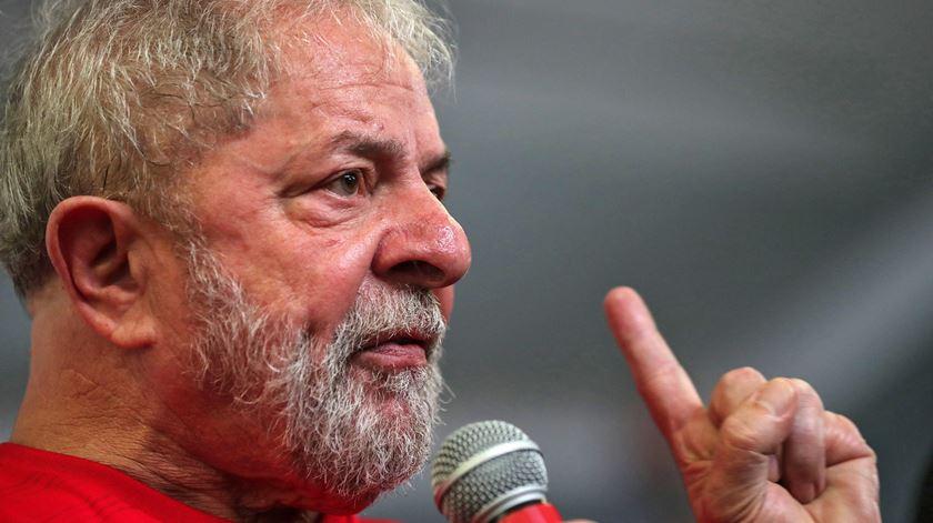 Supremo trava transferência de Lula da Silva para prisão comum
