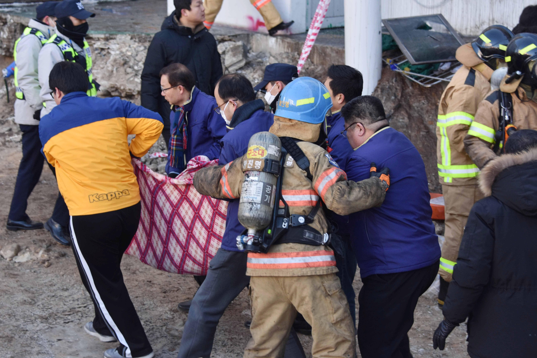 Incêndio em hospital deixa ao menos 33 mortos
