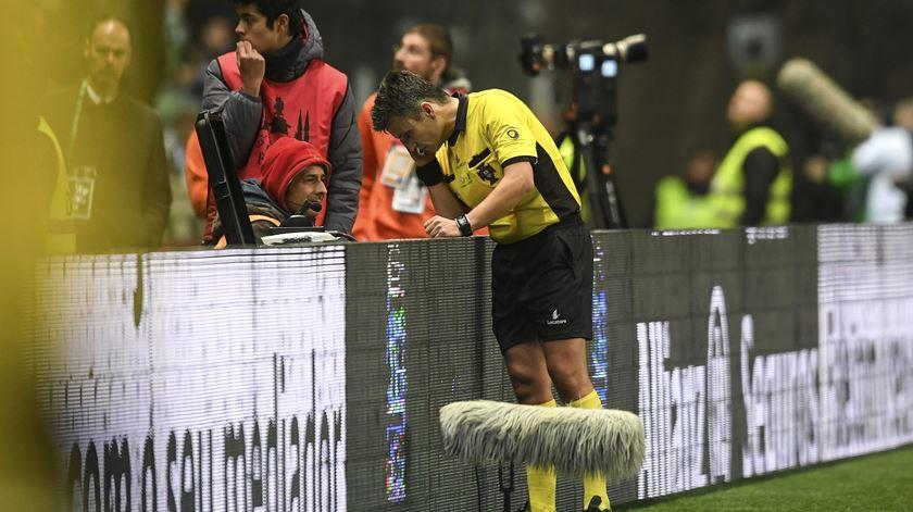"""Nota 3 para Rui Costa. """"Não influiu no resultado"""""""