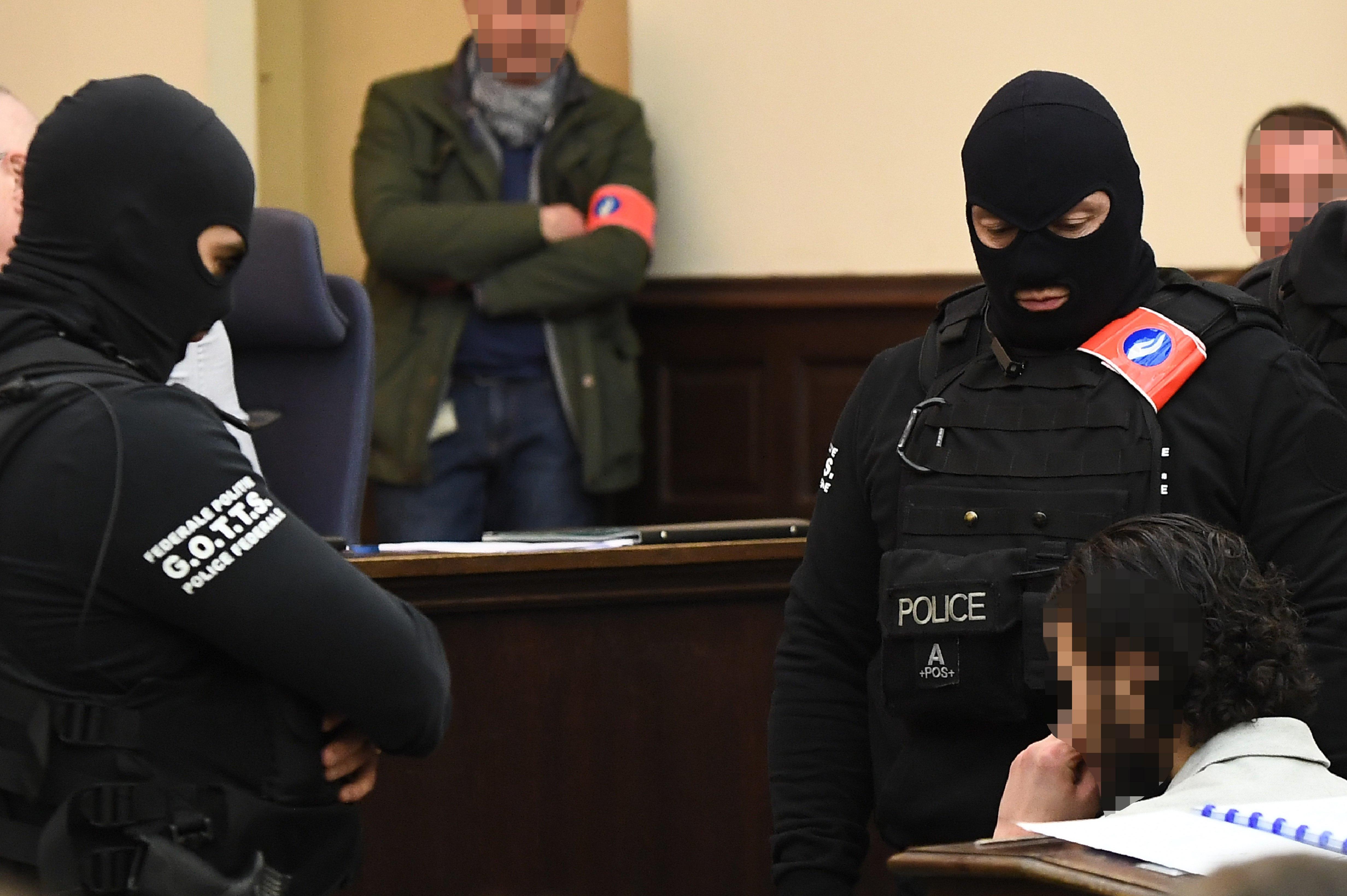Salah Abdeslam condenado a 20 anos de prisão por tentativa de homícidio