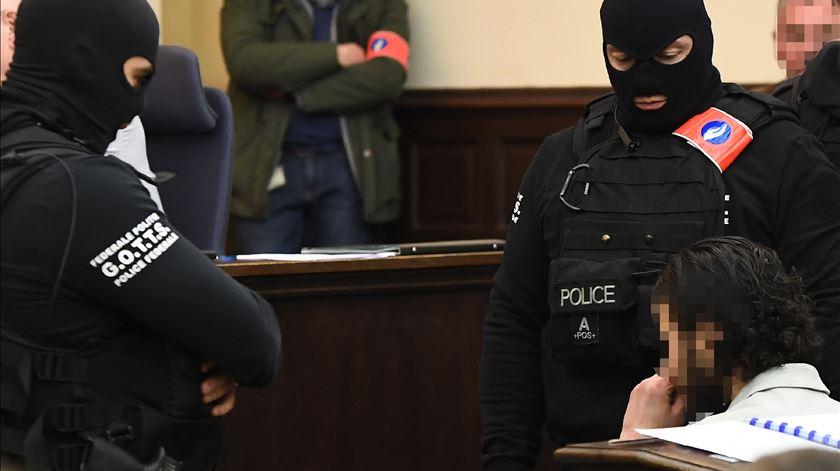 Salah Abdeslam indiciado pelos atentados de 2016 em Bruxelas