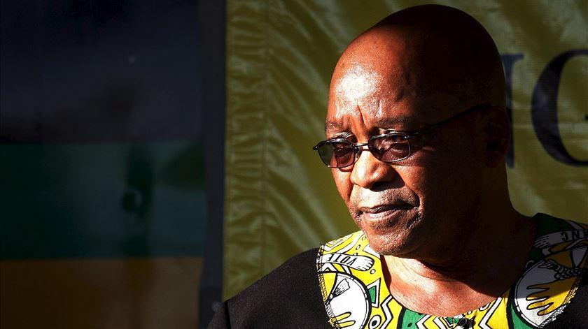 """Zuma, """"filho"""" de Mandela, caiu em desgraça e caiu do Union Buildings, acossado pelo próprio partido e pela corrupção"""