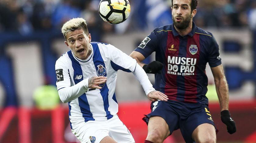 Farense contrata Filipe Melo