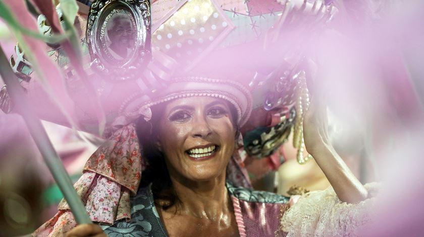 """Carnaval do Rio 2021 adiado """"sine die"""""""