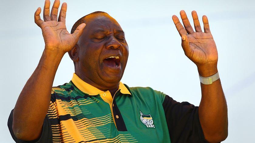 """Ramaphosa """"não foi o grande sucesso que muitos tentam reclamar"""", denuncia Andre Thomashausen, professor de Direito Internacional"""