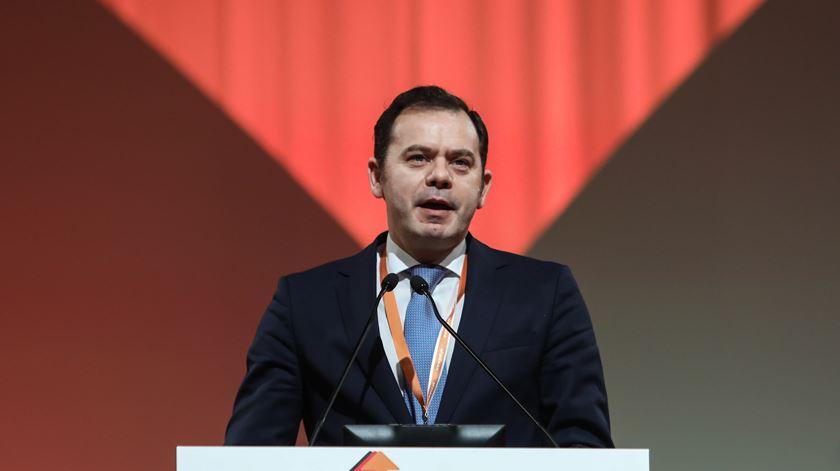 """Montenegro anuncia saída, mas não """"abandona o combate"""""""