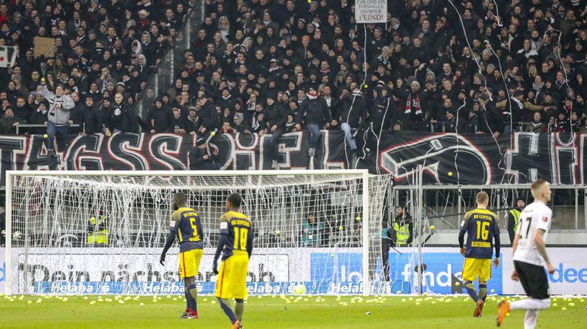 Alemanha. Adeptos atiram bolas de ténis contra jogos de futebol à segunda-feira