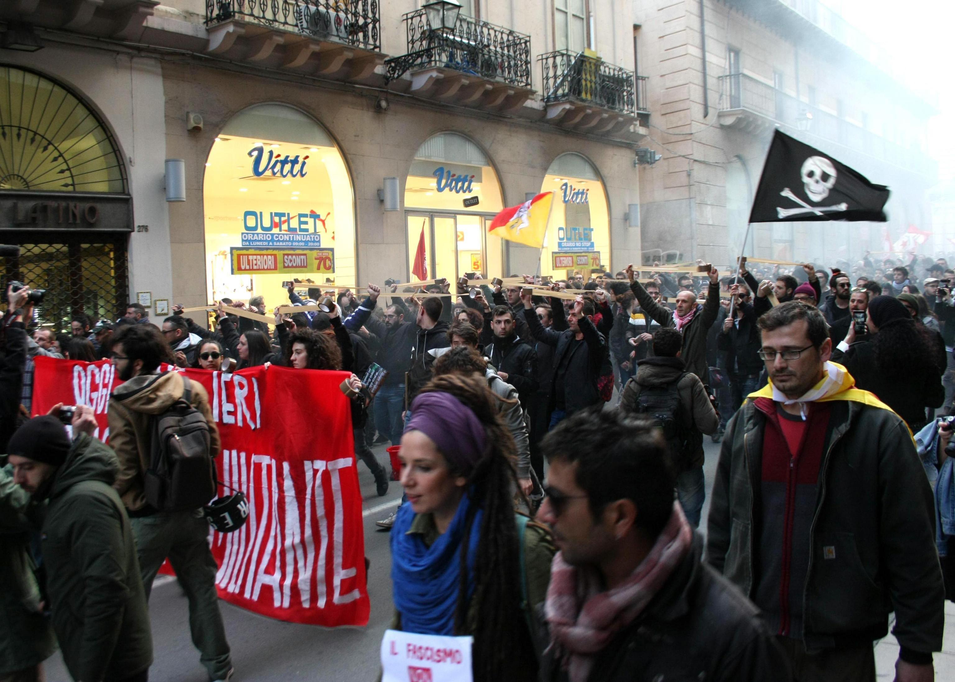Várias manifestações da extrema direita e antifascistas na Itália