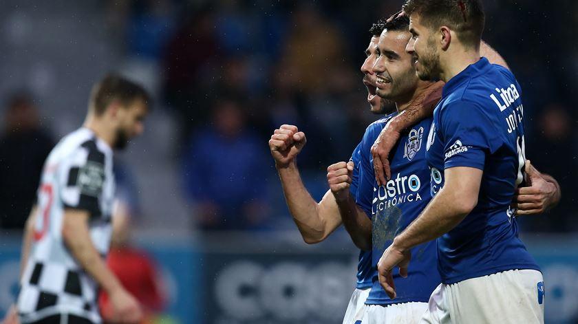 Feirense contrata internacional argentino