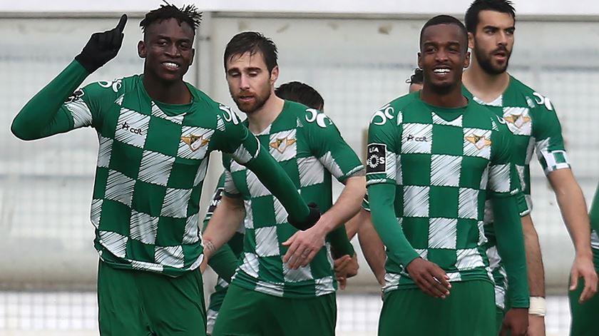 Alfa Semedo (à esquerda) marcou 3 golos em 34 jogos na época passada.