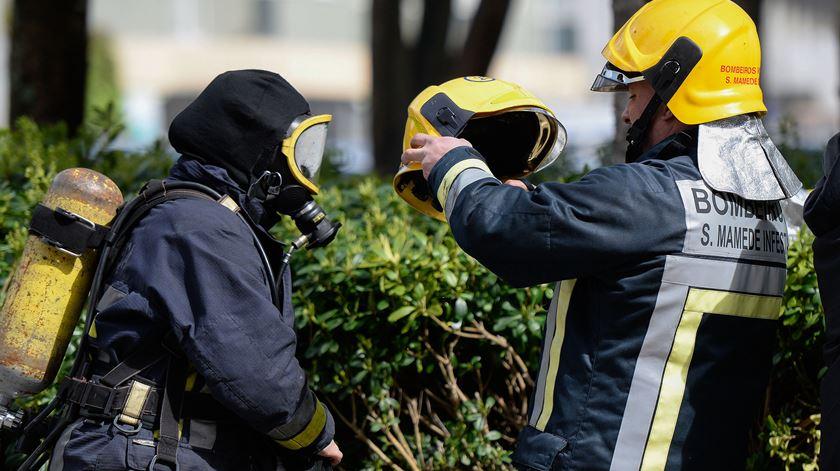 """Bombeiros profissionais: """"Não aceitamos atestados de incompetência"""""""