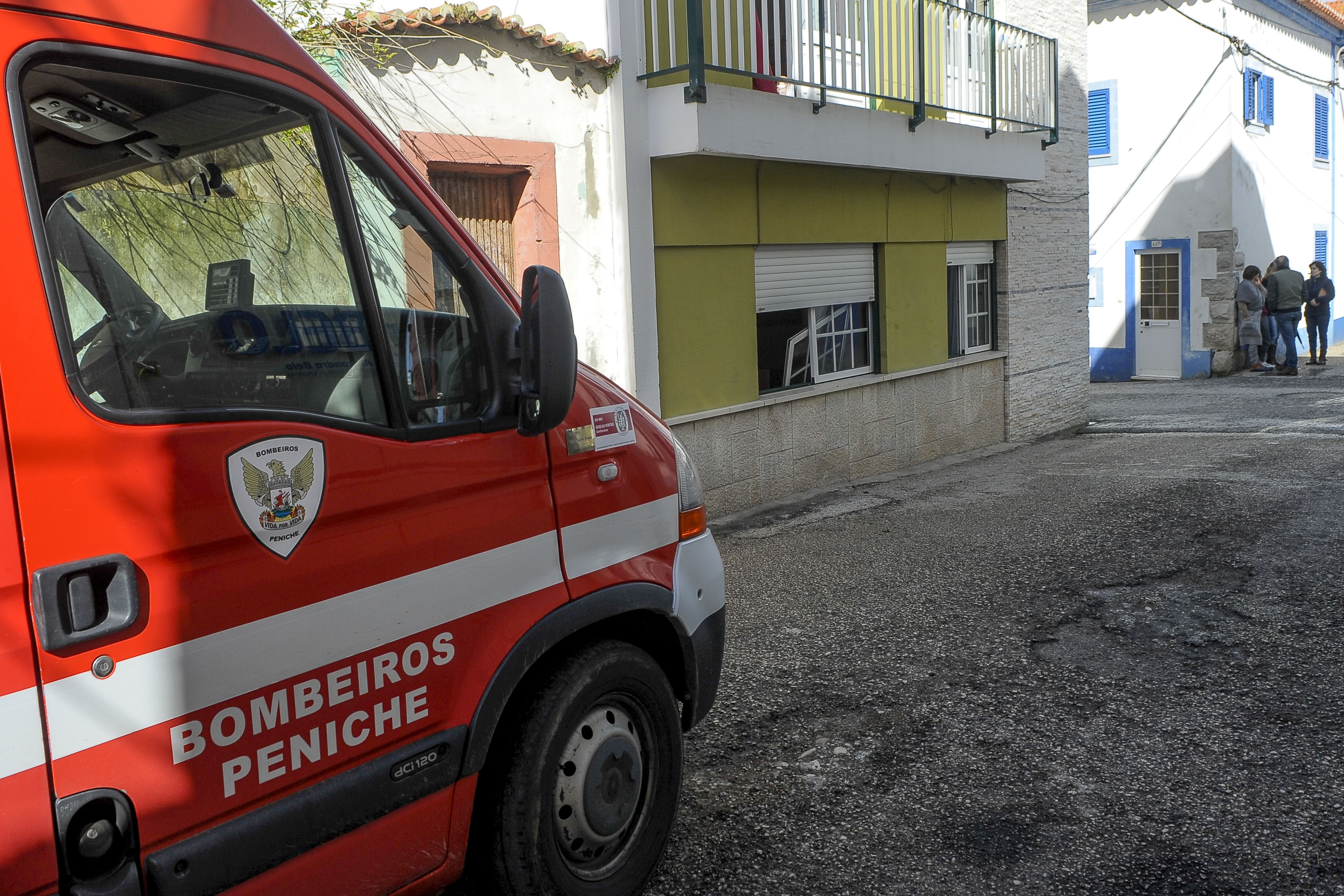 Explosão em prédio de Peniche causa três feridos