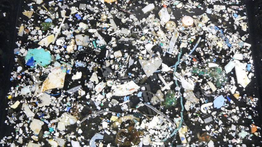 """""""Ilha de lixo"""" no Pacífico é 16 vezes maior do que se pensava"""