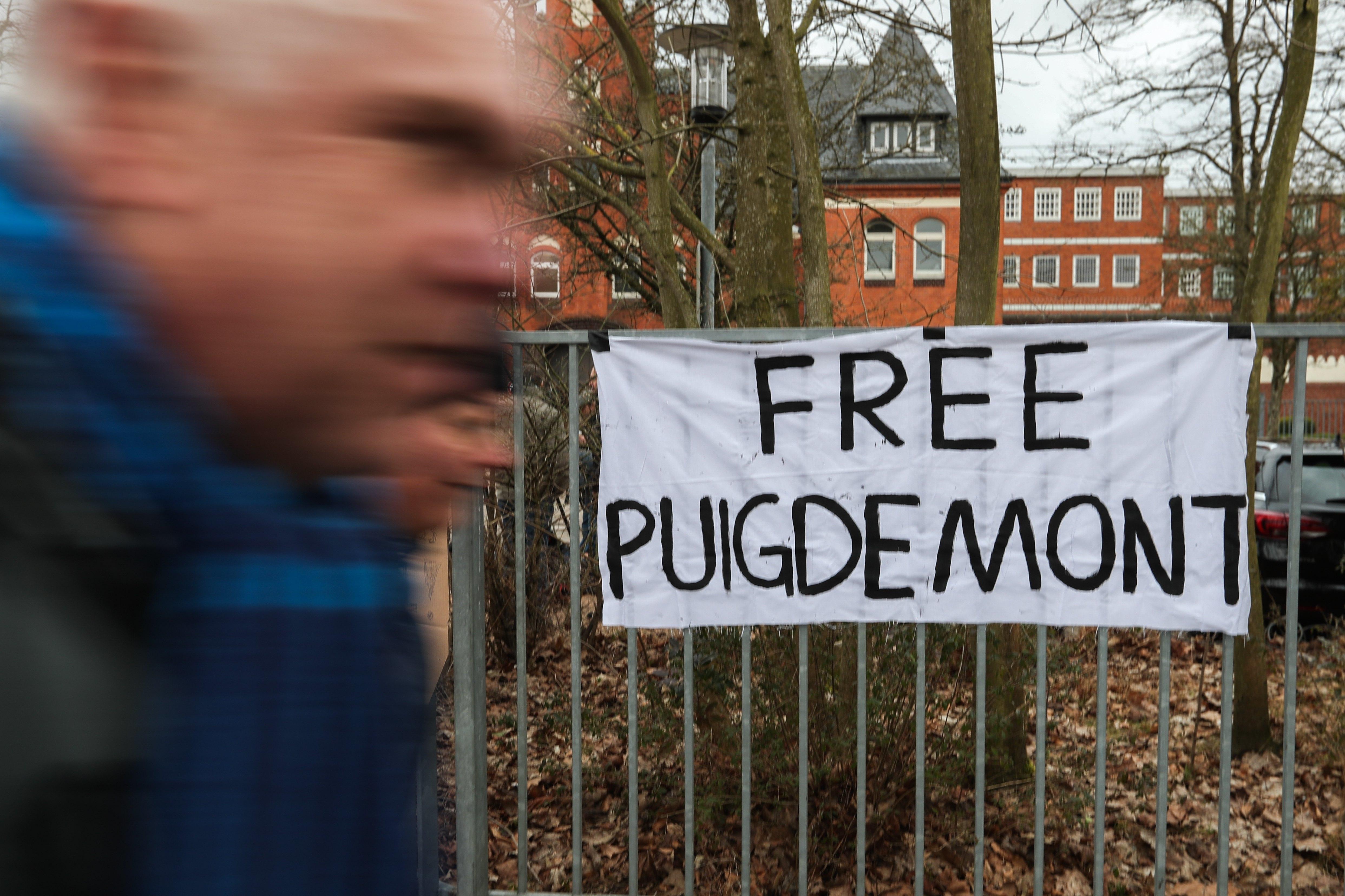 Procuradores alemães pedem extradição de ex-líder catalão