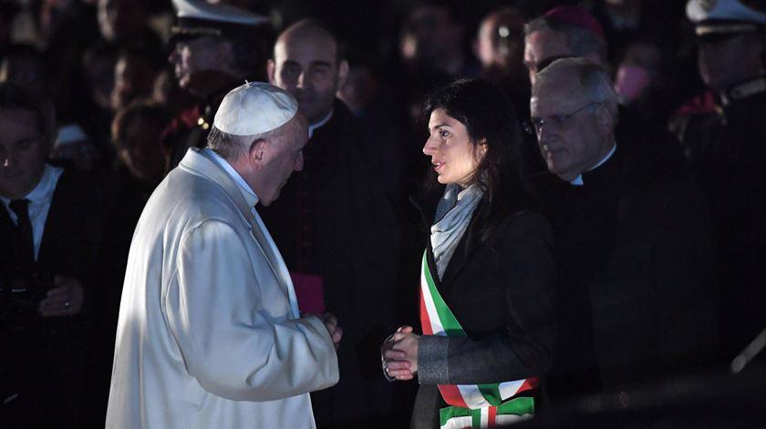 """Papa fala da """"vergonha""""que é deixar aos jovens um mundo de divisões e guerras"""