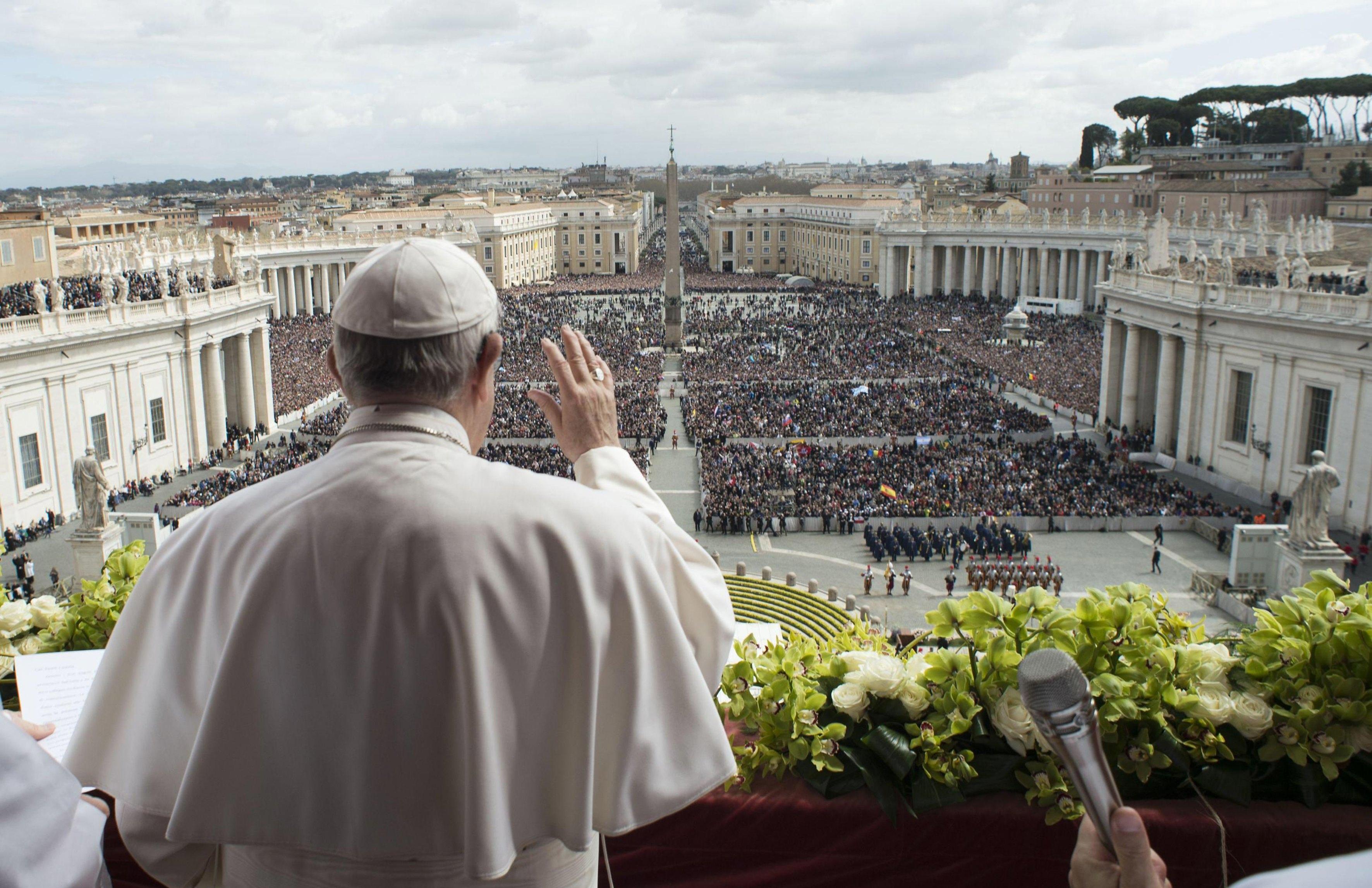 Em mensagem pela Páscoa, Papa condena