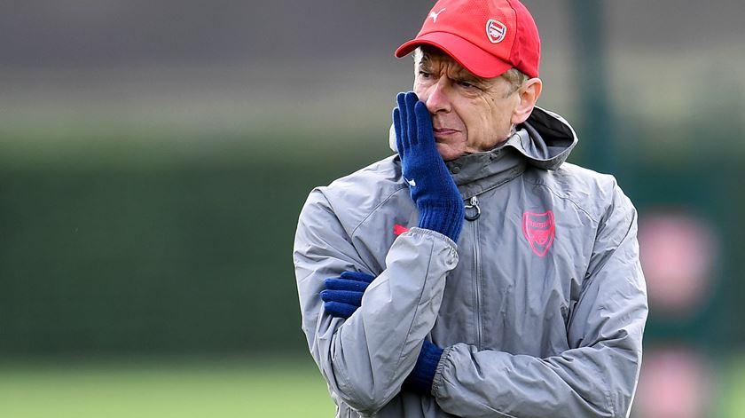 Wenger anuncia saída do Arsenal após 22 anos de serviço