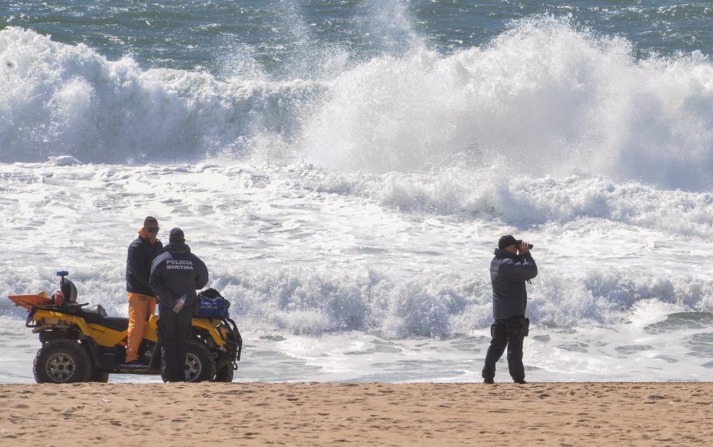 Algarve. Homem morre afogado e há um desaparecido em praia de ...