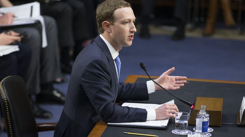 5 momentos bizarros da audiência a Mark Zuckerberg