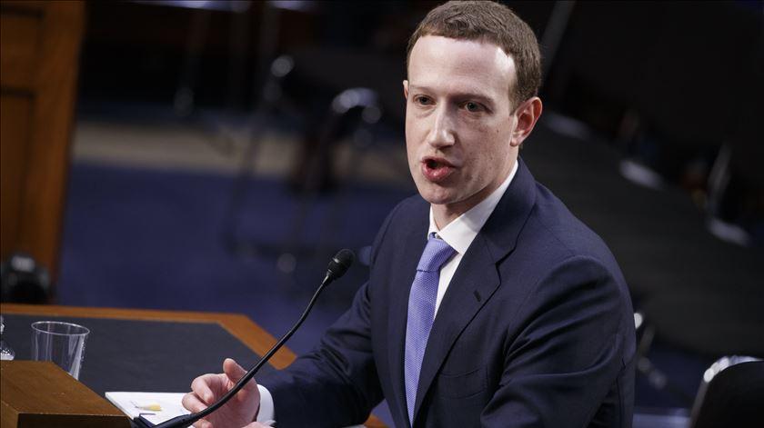 O Facebook é um monopólio? Zuckerberg acha que não