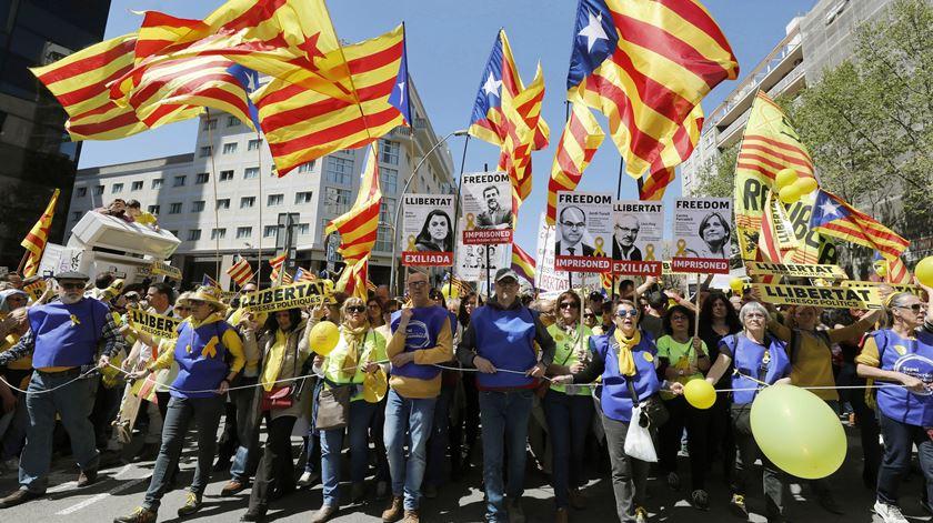 Manifestação em Barcelona exige liberdade para presos. Foto: Andreu Dalmau/EPA
