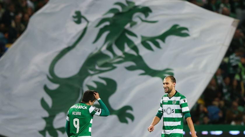 """Bas Dost agradece apoio dos """"verdadeiros adeptos"""" do Sporting. Foto: Tiago Petinga/Lusa"""