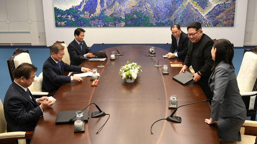 Reunião entre as duas Coreias é ensaio para a cimeira entre Trump e Kim Jong-un