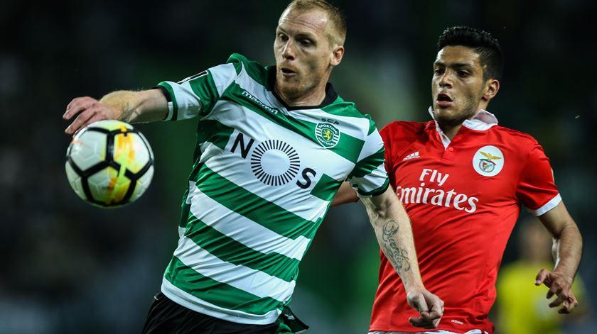 Mathieu é um dos jogadores visados pelos encarnados. Foto: José Sena Goulão/Lusa