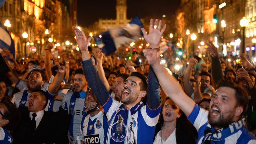 """FC Porto em festa (Parte I). Sérgio Conceição caminha sobre um """"mar azul"""""""