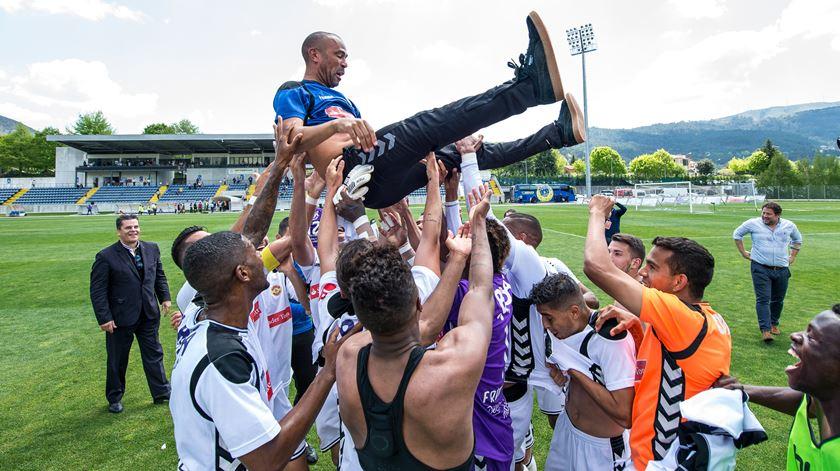 Nacional sobe à Primeira Liga e faz a festa em Arouca