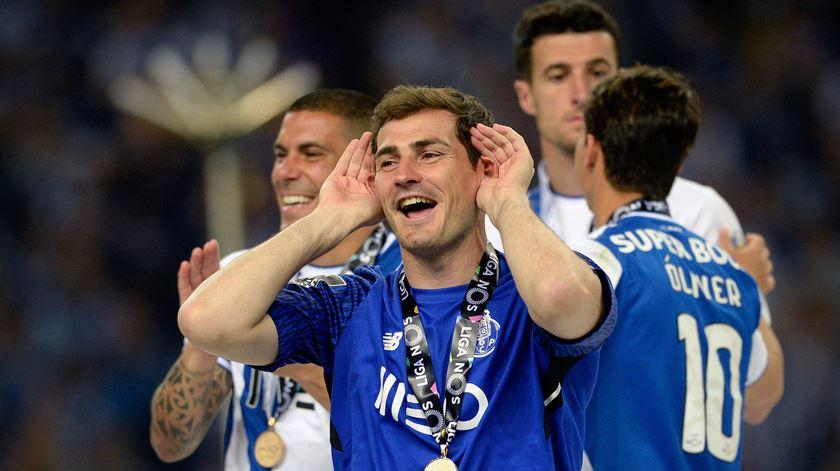 Casillas nos festejos do título de campeão nacional com a camisola do FC Porto. Foto: Fernando Veludo/Lusa