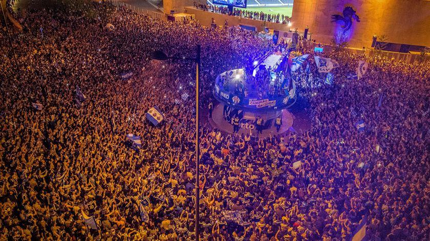 Do Dragão à Alameda. Porto festejou o título pela noite dentro