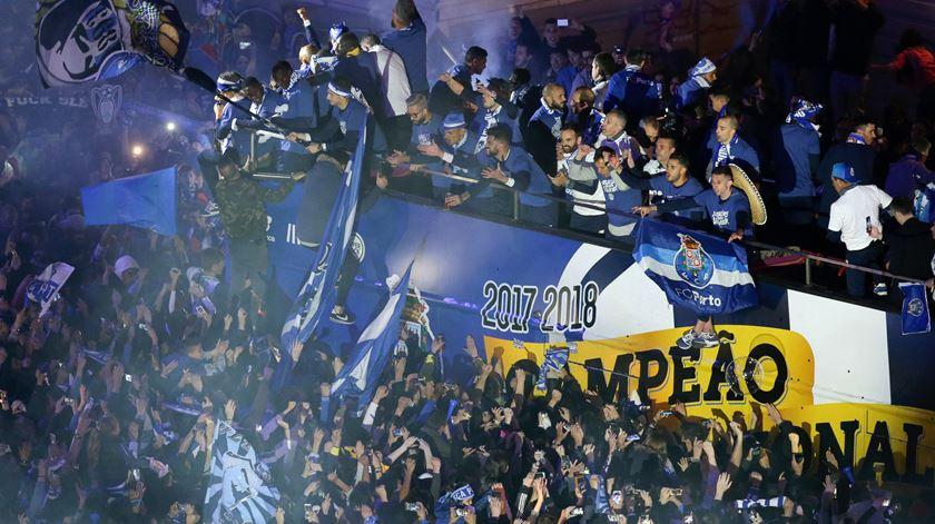 """A festa do FC Porto nos Aliados, a avenida onde """"as luzes nunca se apagam"""""""
