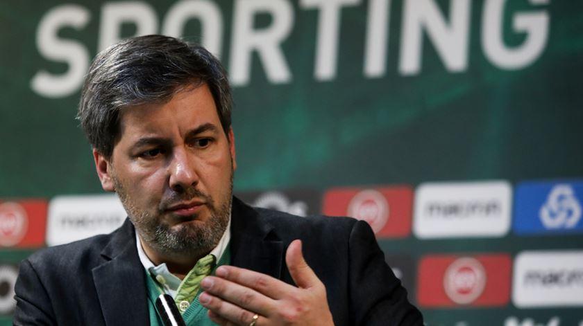 """Bruno de Carvalho denuncia """"bomba atómica cheia de irregularidades"""" que deixa credibilidade do Sporting """"de rastos"""""""