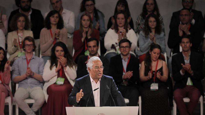 Costa promete melhores condições de conciliação entre emprego e família