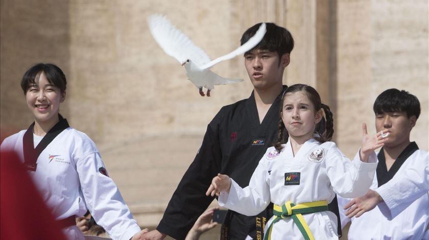 Atletas de Taekwondo das Coreias uniram-se perante o Papa para gesto de paz