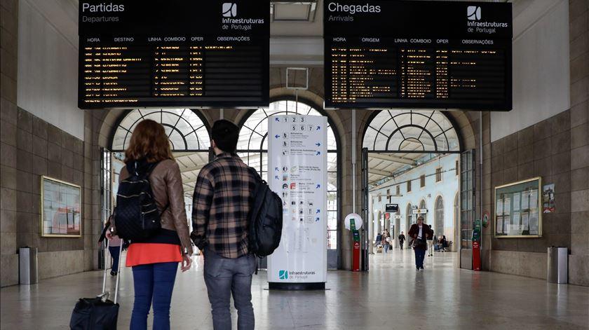 Coronavírus afasta chineses da Europa. Intenções de reservas turísticas baixam 30%