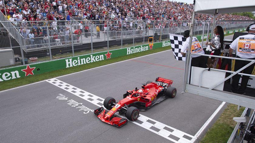 Vettel ganha em Singapura