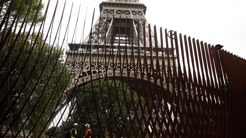Torre Eiffel, segurança. Foto: Yoan Valat/EPA