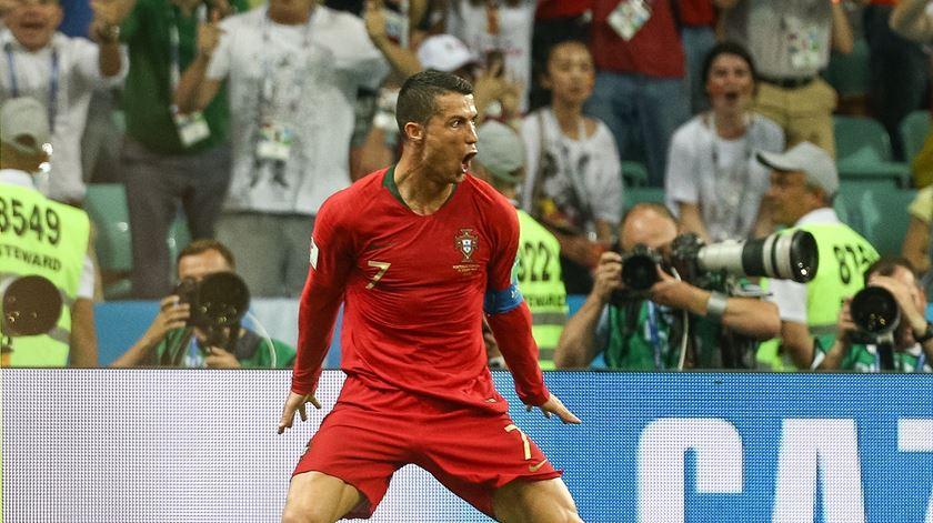 Ronaldo marca o terceiro golo do empate contra a Espanha