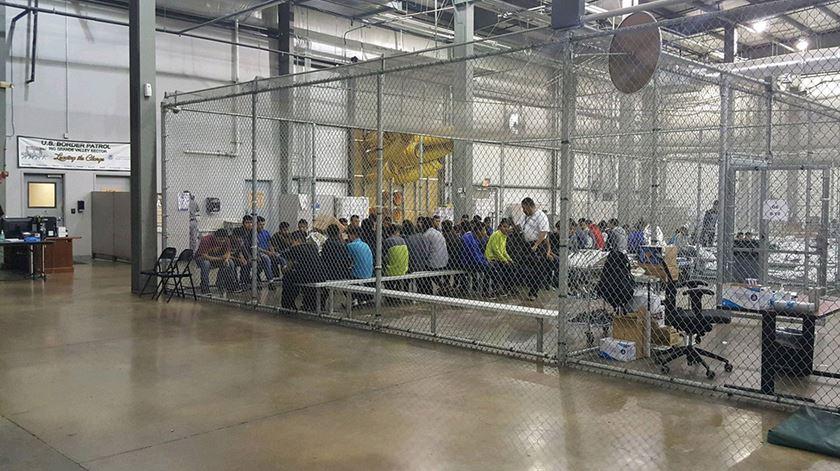 Houve muito mais crianças migrantes separadas das famílias por Trump do que se pensava até agora