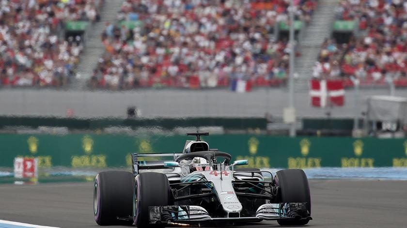 """Hamilton garante a """"pole"""" para o GP de França"""
