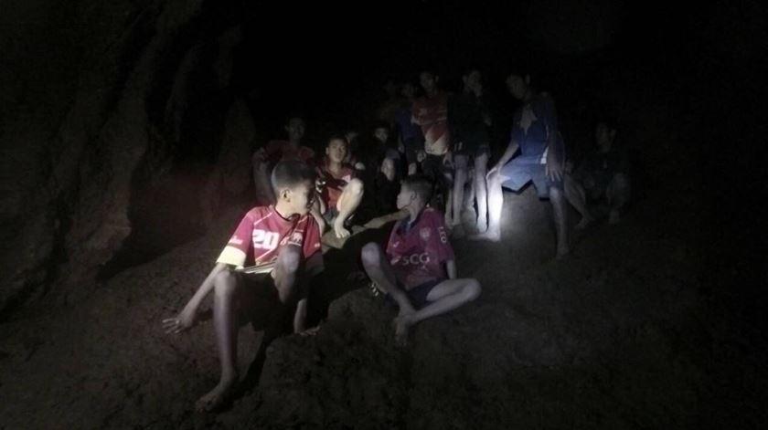 O momento em que os jovens tailandeses são encontrados, após 10 dias numa gruta